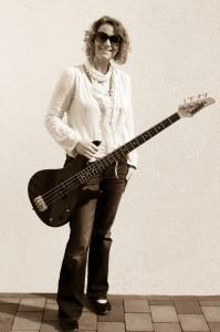 Jutta Kleine-Horst - Bass